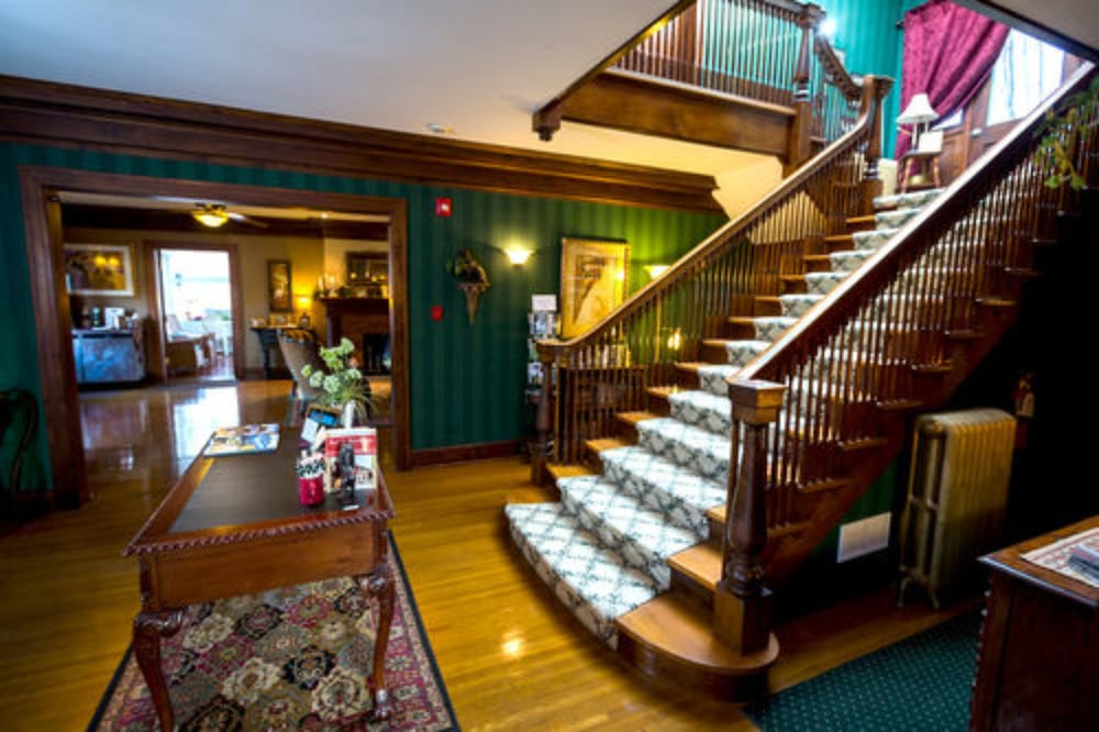 Staircase, Inn on Crescent Lake Bed and Breakfast