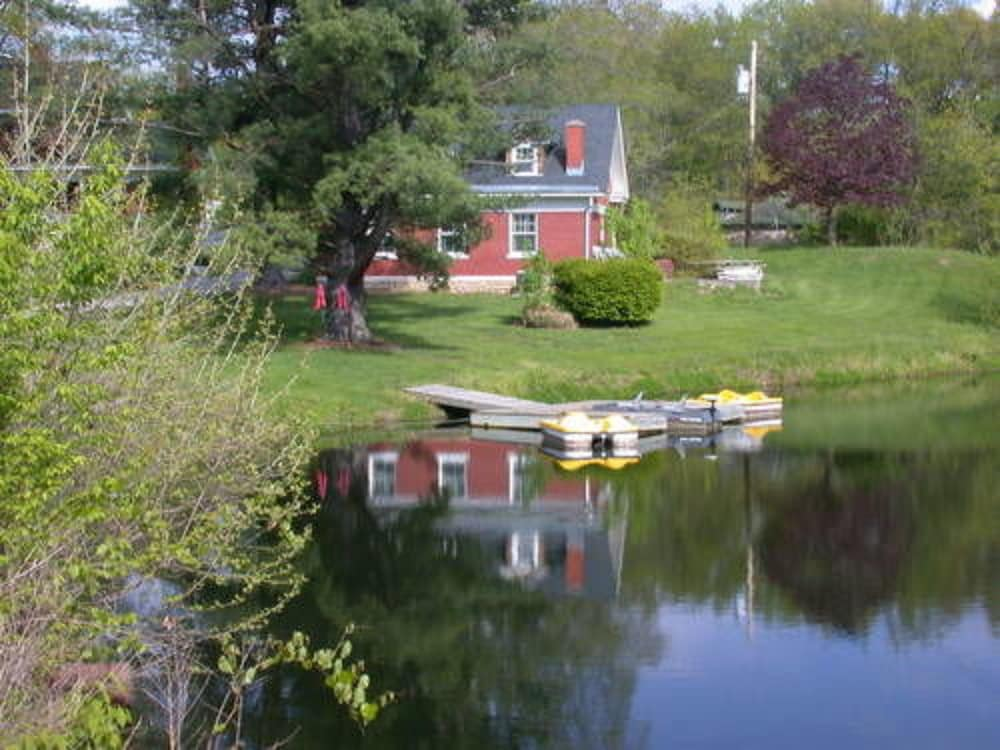 Property Grounds, Inn on Crescent Lake Bed and Breakfast