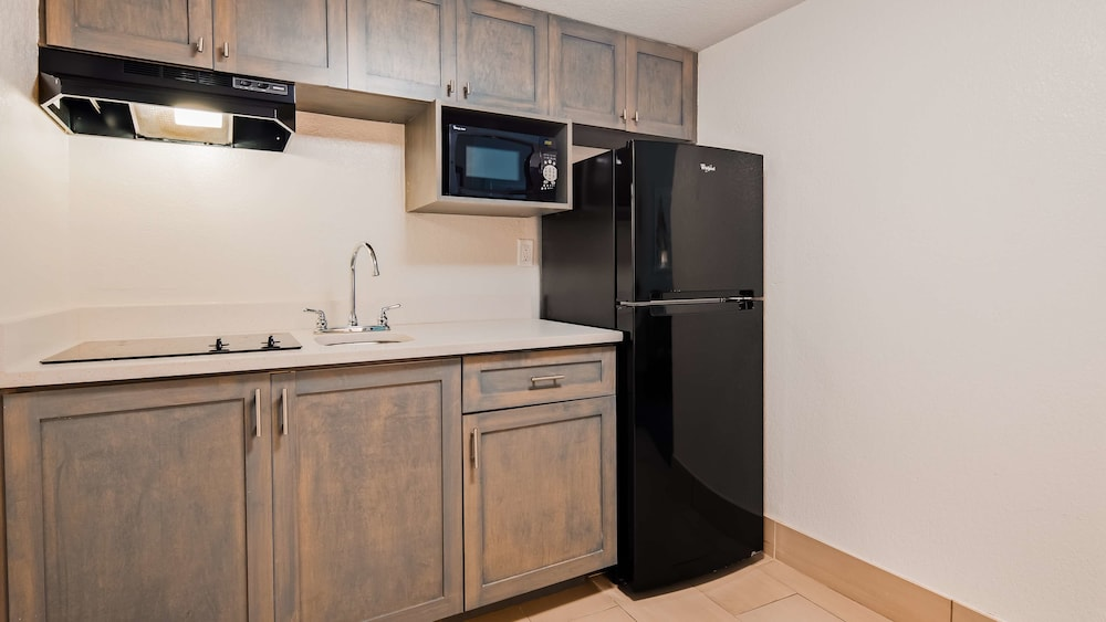 Private Kitchenette, Best Western Plus Daytona Inn Seabreeze Oceanfront