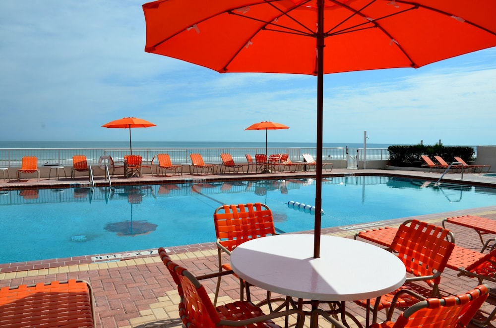 BBQ/Picnic Area, Best Western Plus Daytona Inn Seabreeze Oceanfront