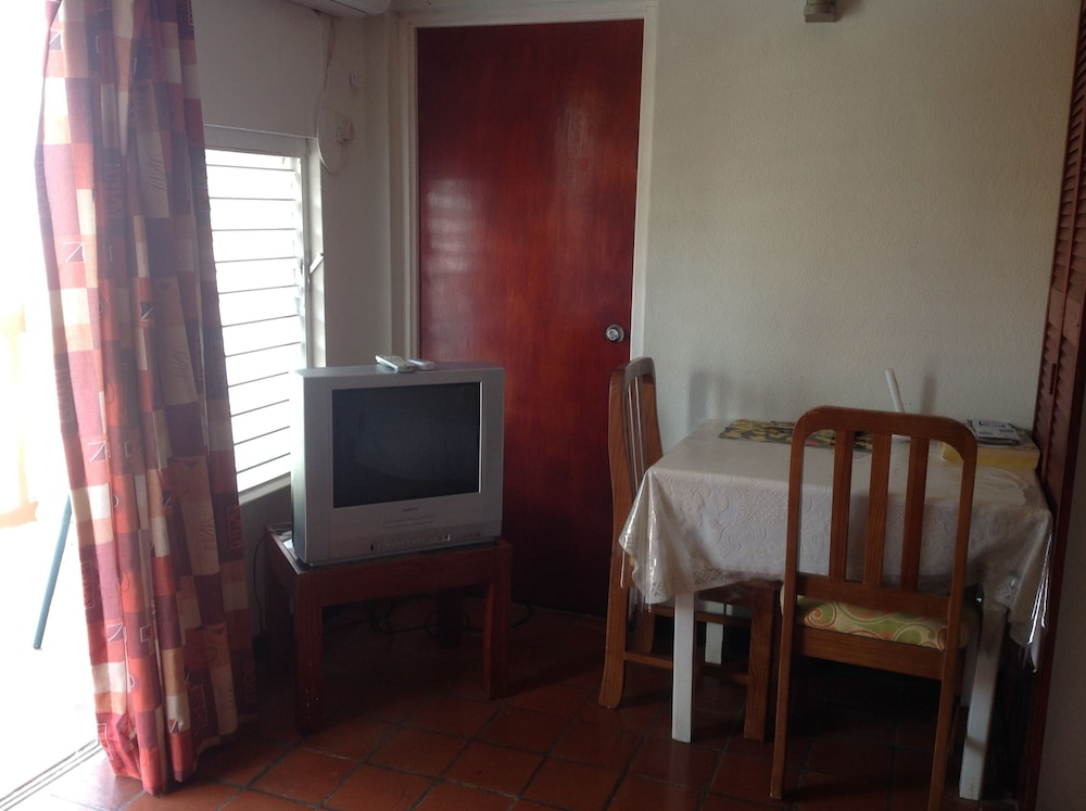 In-Room Dining, Carib Blue Apartments