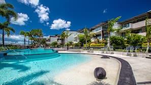 2 個室外泳池