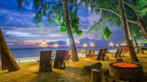 Private beach, beach umbrellas, beach bar