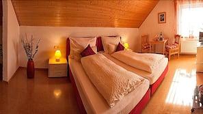 1 Schlafzimmer, hochwertige Bettwaren, Pillowtop-Betten, Schreibtisch