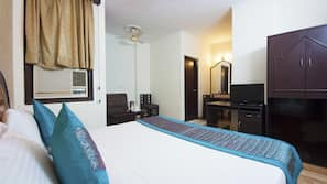1 bedroom, premium bedding, desk, rollaway beds