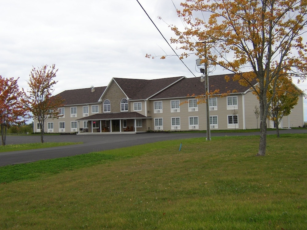 Front of Property, Auberge Bouctouche Inn & Suites