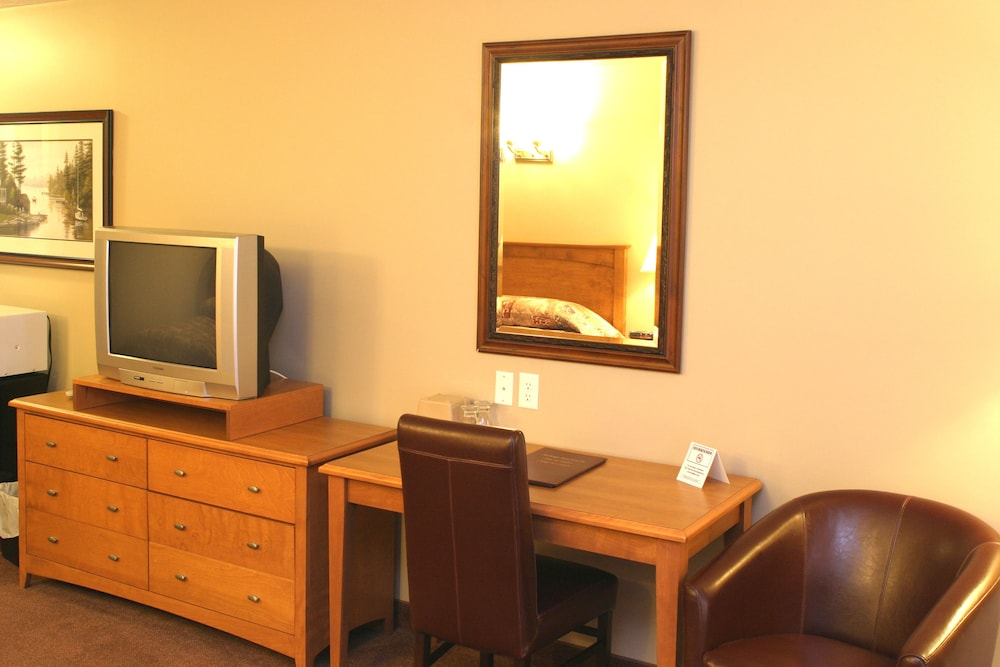 Living Area, Auberge Bouctouche Inn & Suites