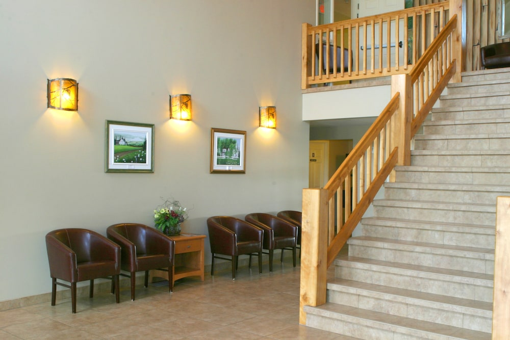 Lobby Sitting Area, Auberge Bouctouche Inn & Suites