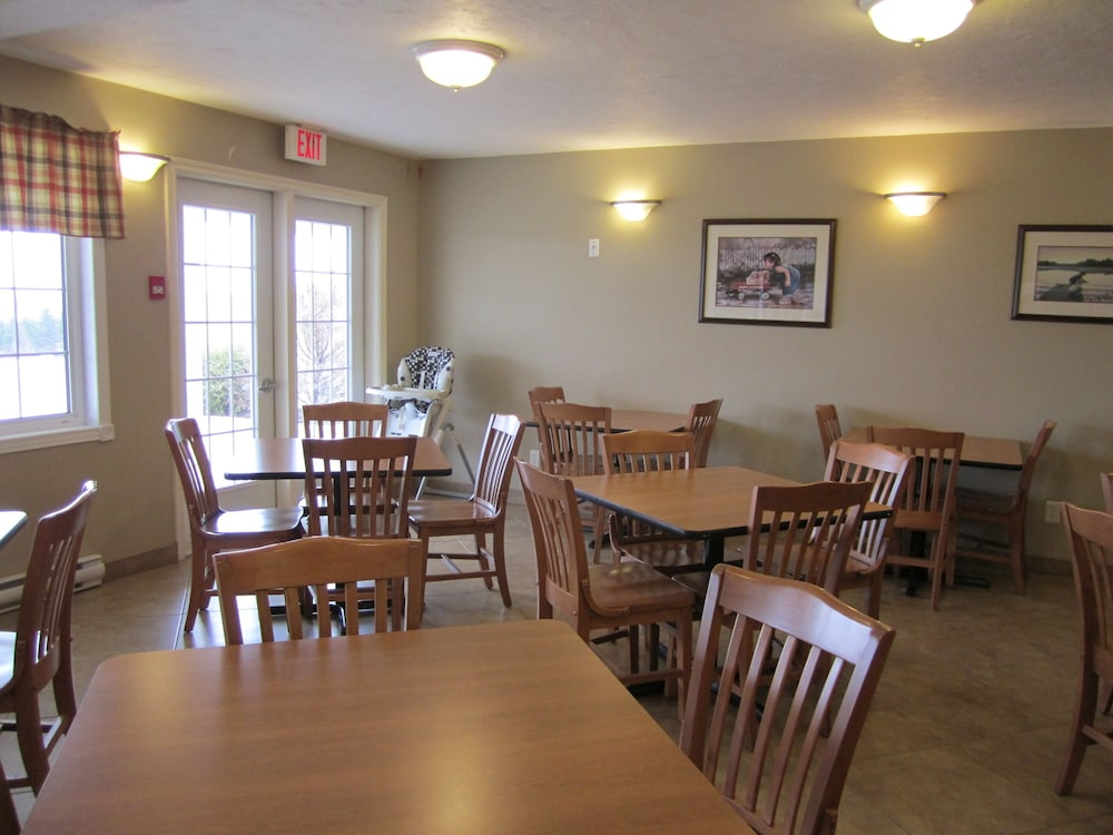 Breakfast Area, Auberge Bouctouche Inn & Suites