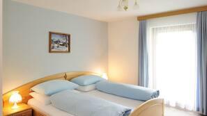 Zimmersafe, Schreibtisch, kostenloses WLAN, Bettwäsche
