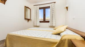 1 soveværelse, pengeskab, skrivebord