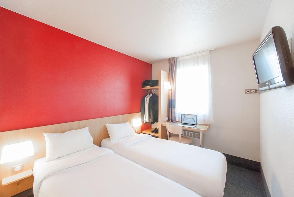 B And B Hotel Saint Bonnet De Mure