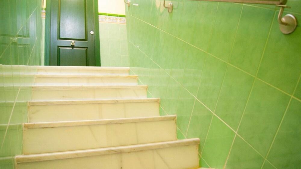 Escaleras hostal florida center