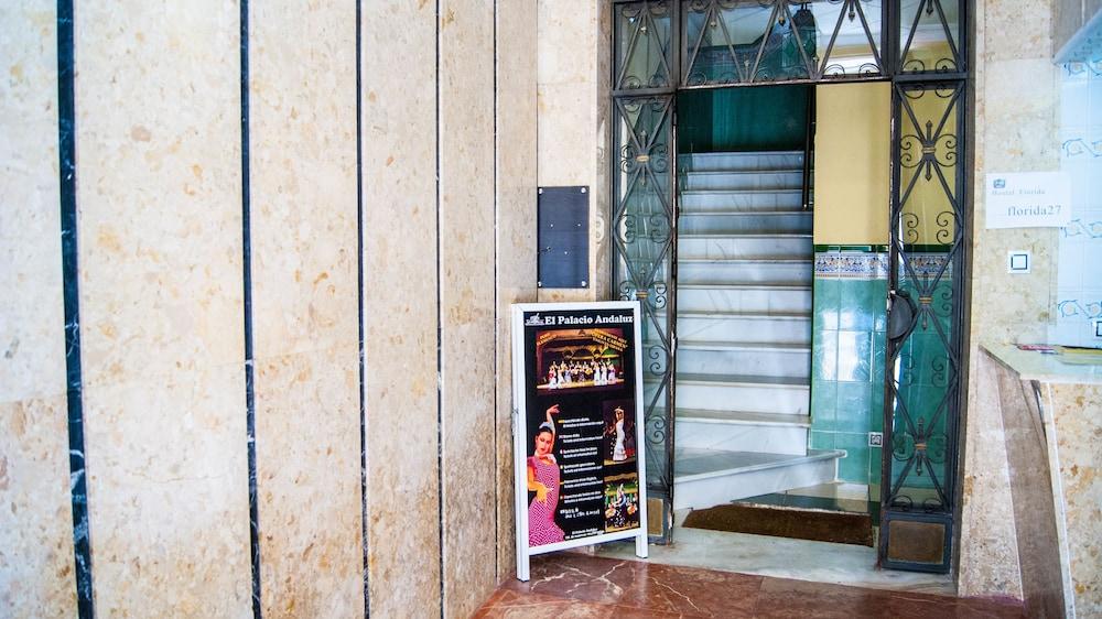 Entrada interior hostal florida center