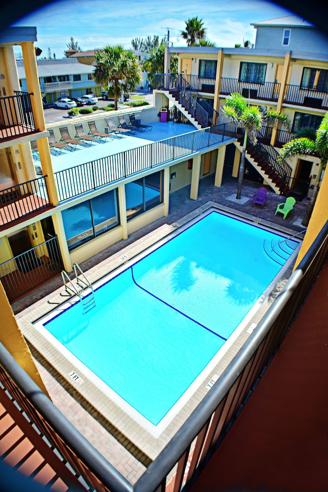 Anna Maria Island Dream Inn (Bradenton Beach, USA) | AARP® Travel Center