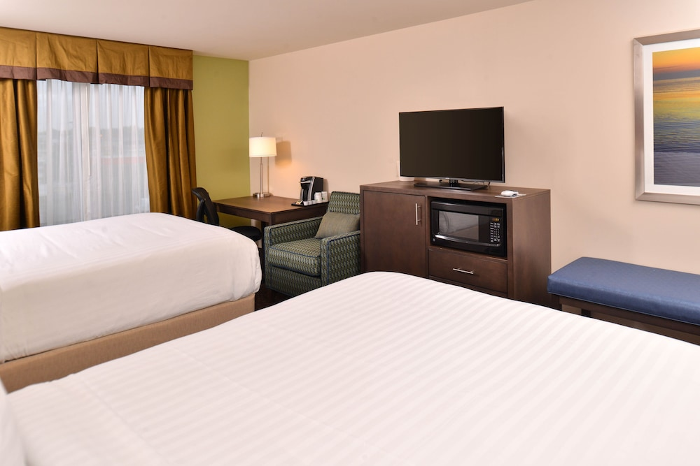 Room, Holiday Inn Express & Suites Dearborn SW - Detroit Area