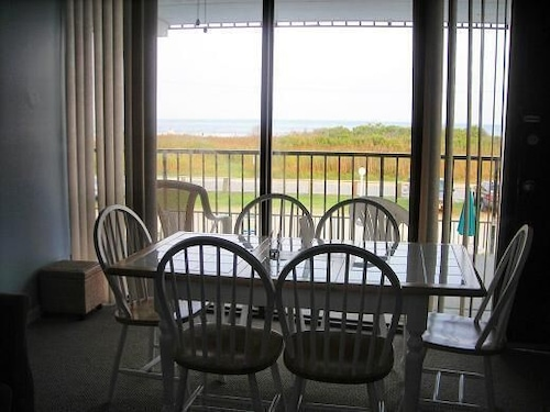 In-Room Dining, Le Boot Oceanfront Suites