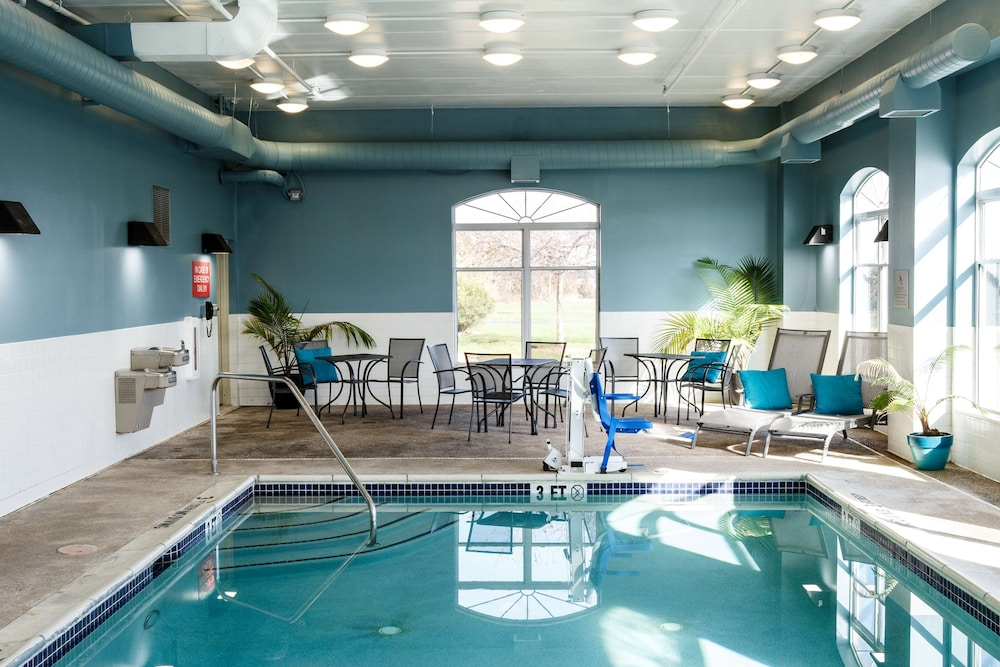 Pool, Country Inn & Suites by Radisson, Harrisburg West, PA