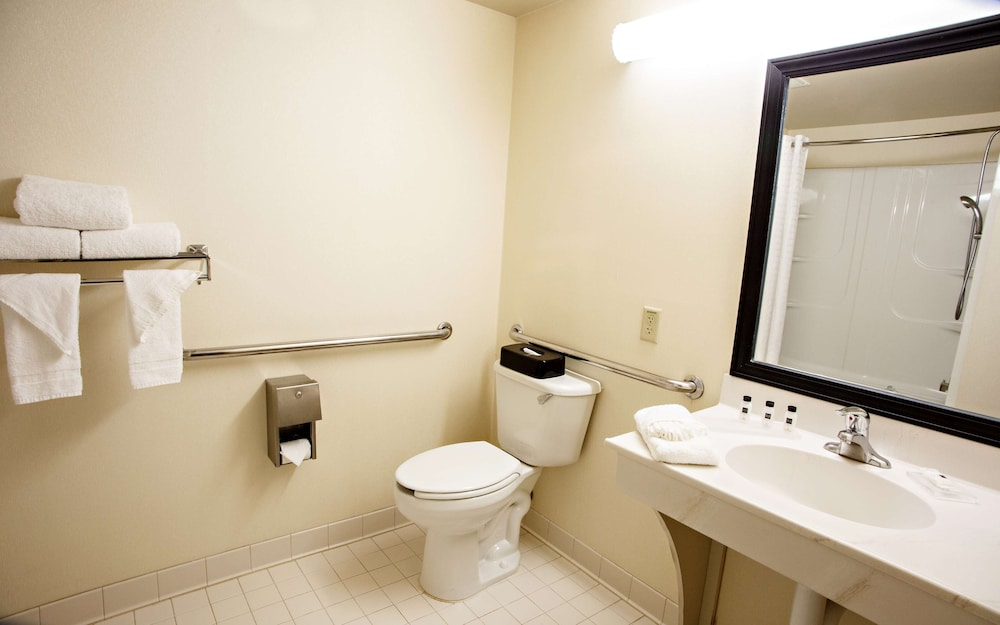 Bathroom, Country Inn & Suites by Radisson, Harrisburg West, PA