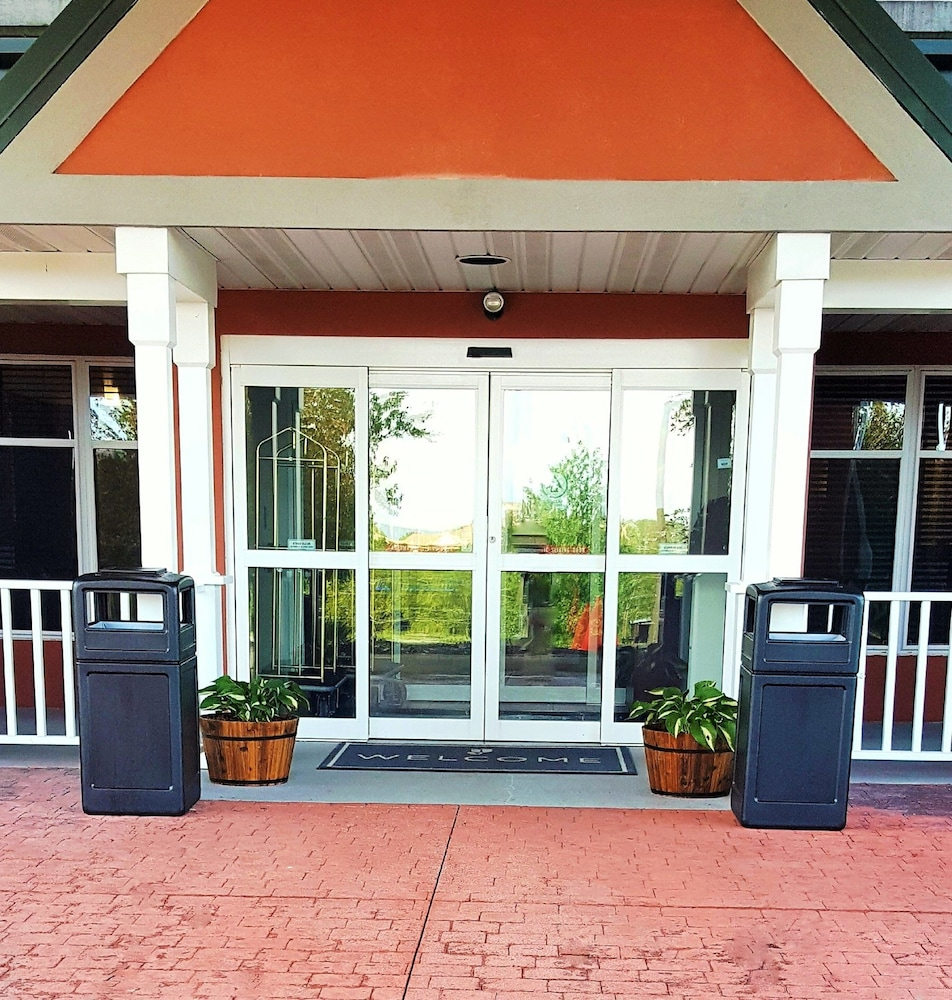 Property Entrance, Country Inn & Suites by Radisson, Harrisburg West, PA