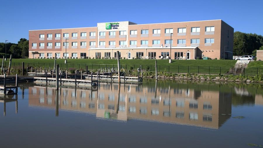 Holiday Inn Express & Suites Port Huron, an IHG Hotel