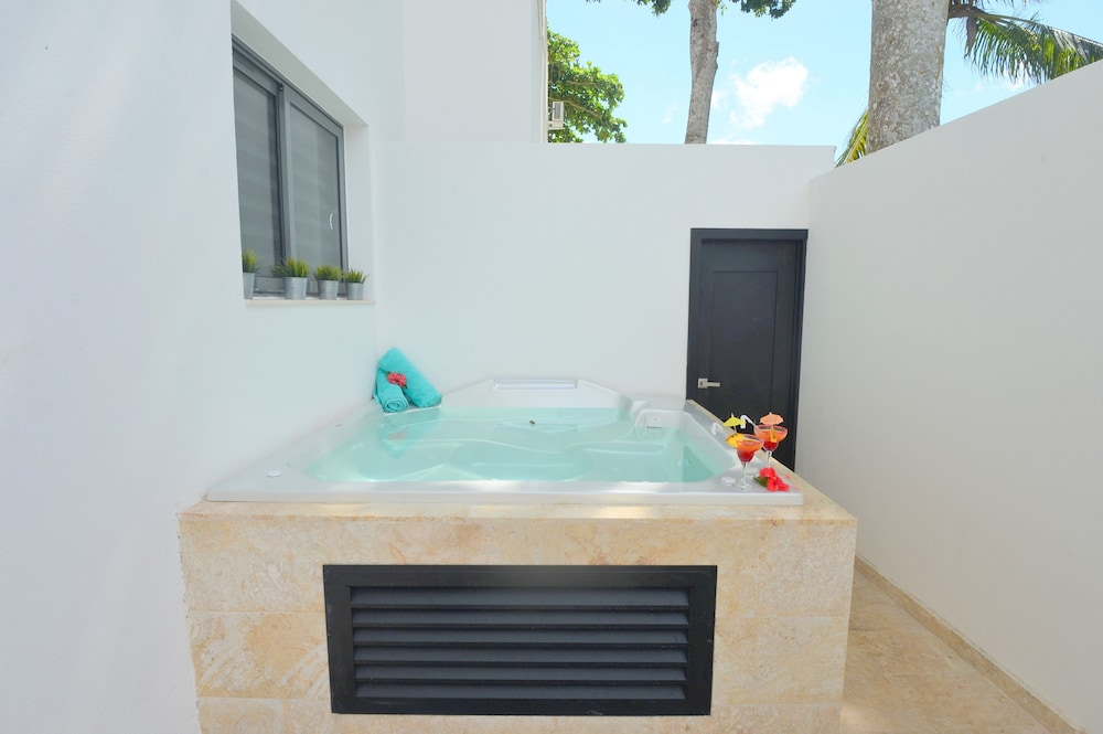 Outdoor Spa Tub, Aligio Aparthotel & Spa