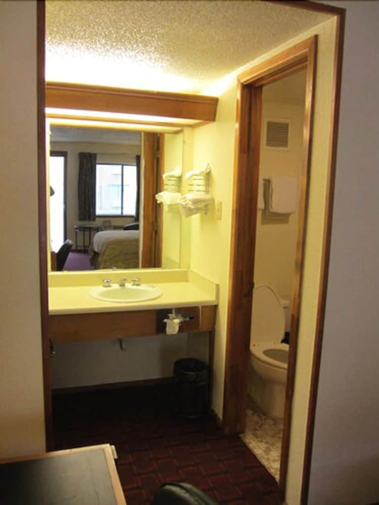 Bathroom, Parkway Inn
