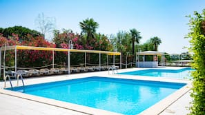 5 outdoor pools, open 8:00 AM to 8:30 PM, pool loungers