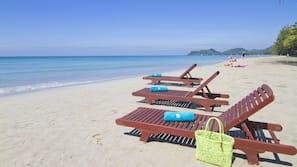 私人海灘、躺椅、太陽傘、沙灘巾