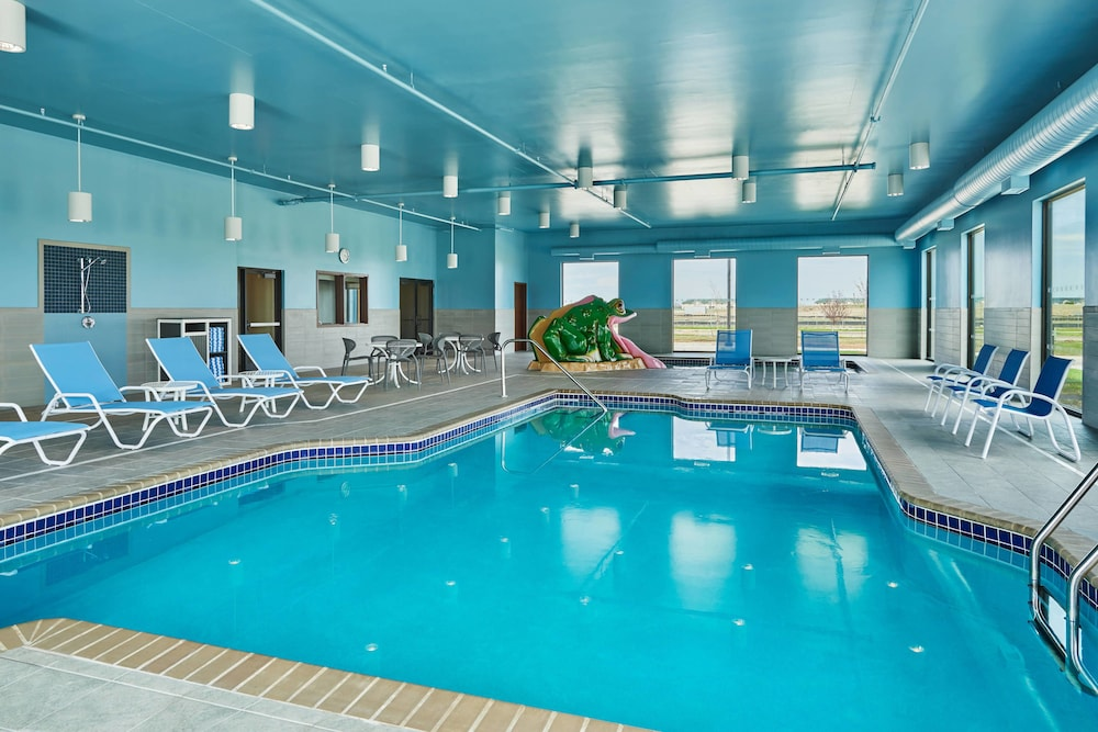 Pool, Four Points by Sheraton Fargo Medical Center