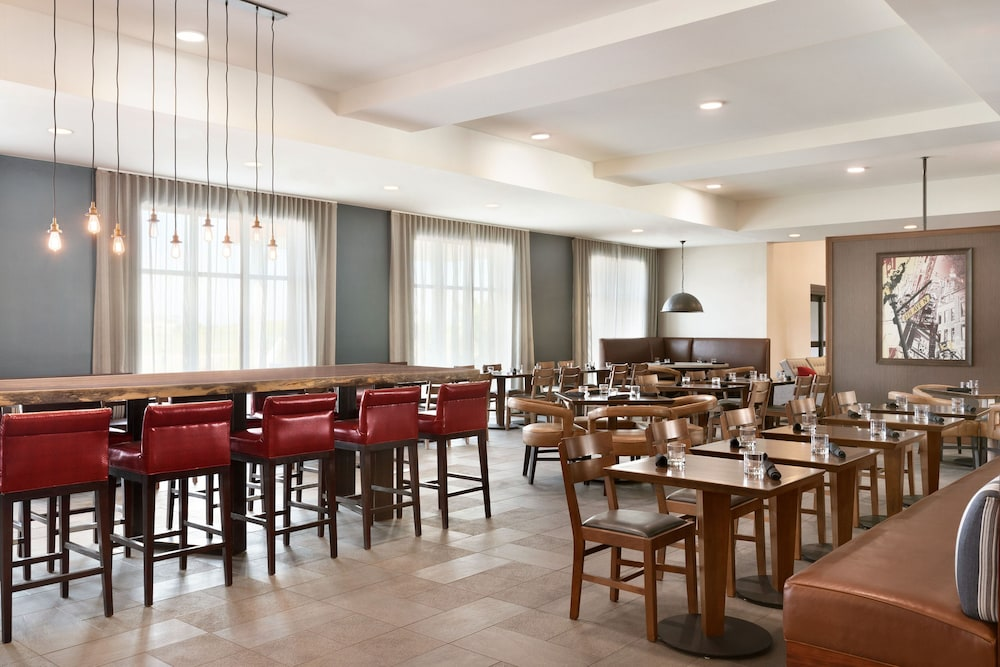 Restaurant, Four Points by Sheraton Fargo Medical Center