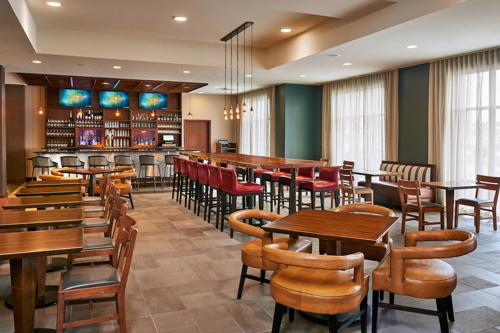 Dining, Four Points by Sheraton Fargo Medical Center