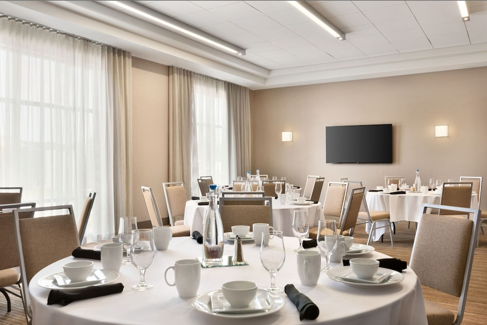 Meeting Facility, Four Points by Sheraton Fargo Medical Center