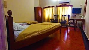 Hochwertige Bettwaren, Minibar, Schreibtisch, Bügeleisen/Bügelbrett