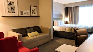 1 bedroom, down comforters, desk, laptop workspace