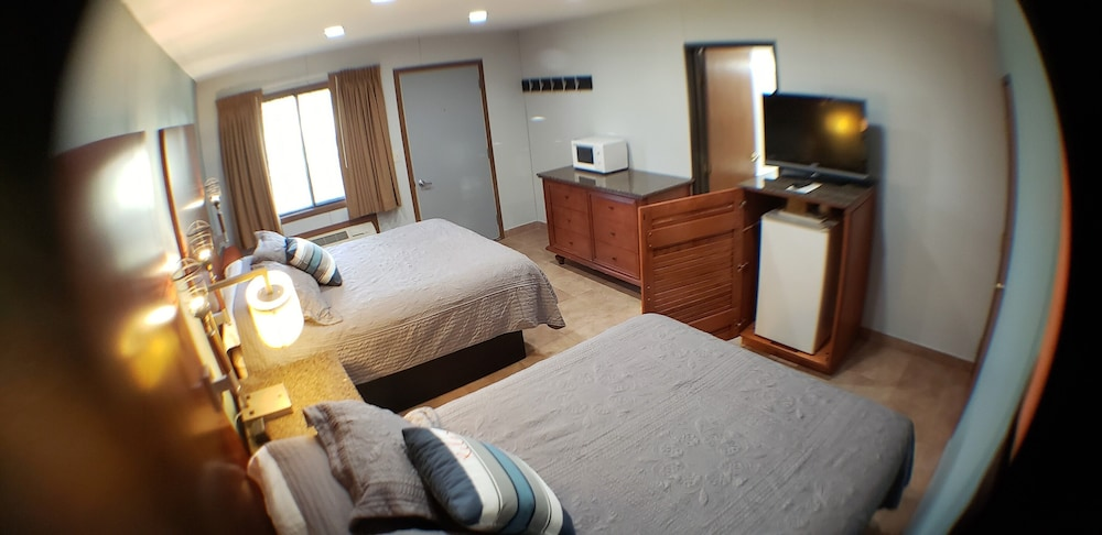 Room, Lewis and Clark Resort