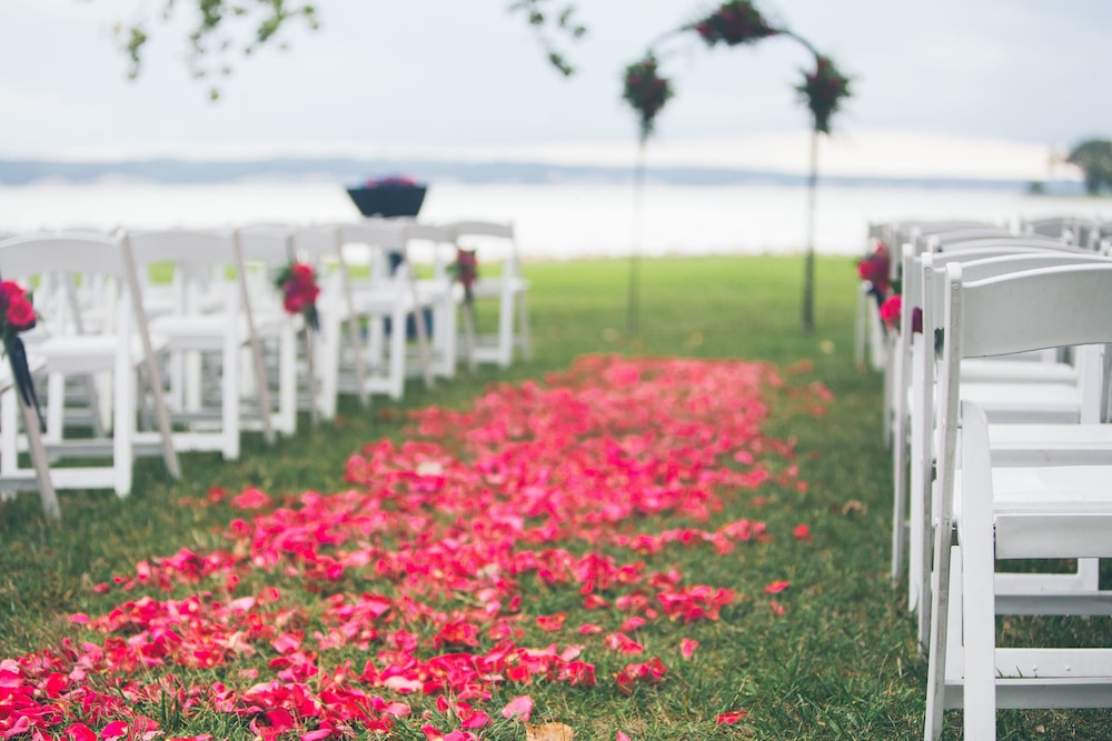 Outdoor Wedding Area, Lewis and Clark Resort