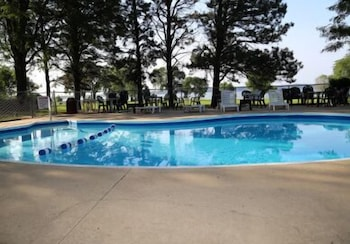 Outdoor Pool, Lewis and Clark Resort