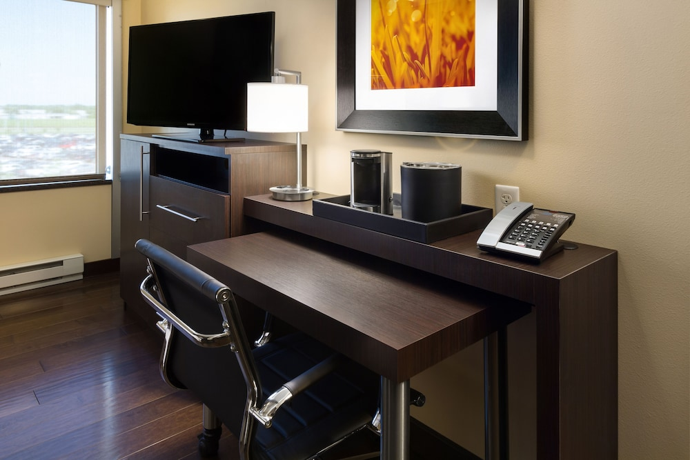 In-Room Business Center, AeroStay Hotel