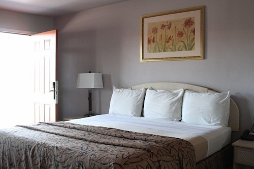 Check Expedia for Availability of Parks Inn Bowie