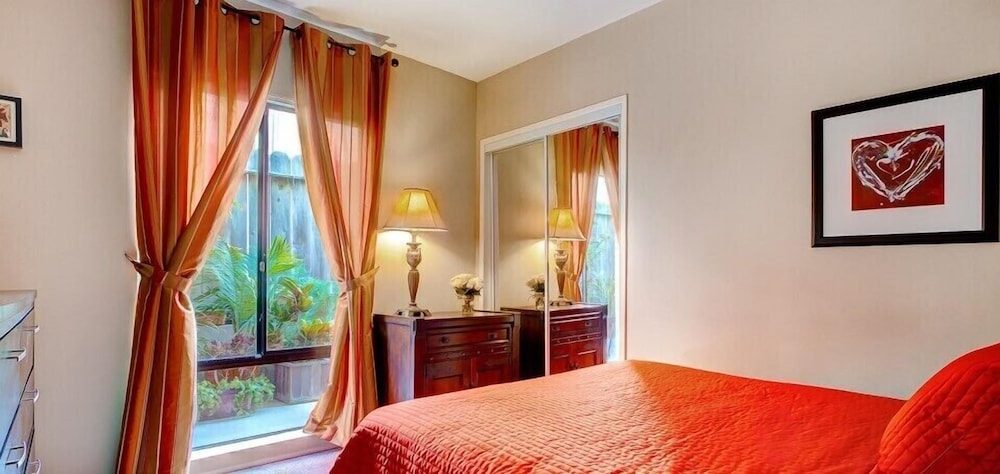 Room, Beachwalk Villas