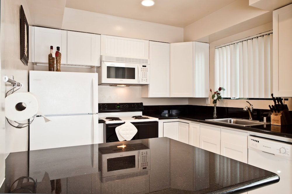 Private Kitchen, Beachwalk Villas