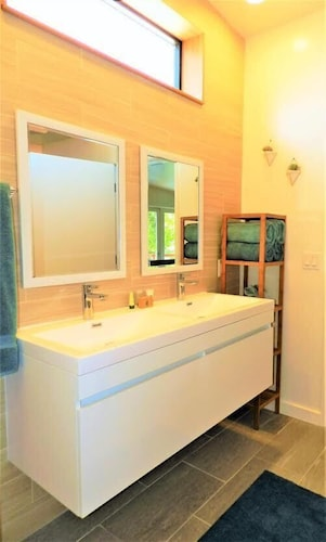 Bathroom, Redwood Hollow Cottages