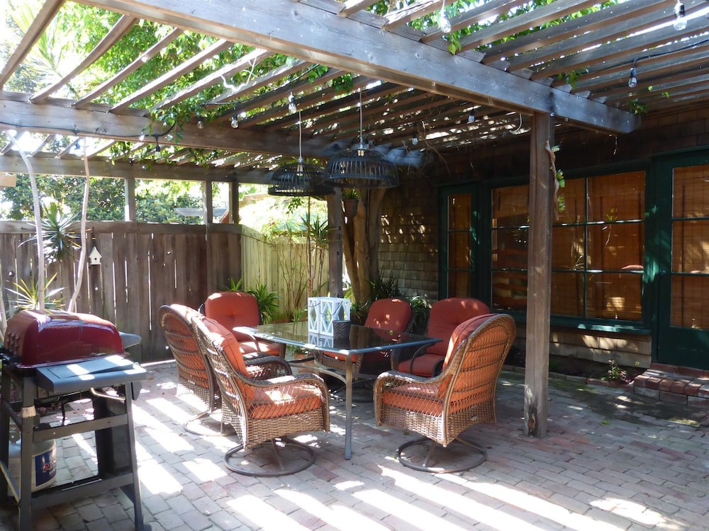 Terrace/Patio, Redwood Hollow Cottages