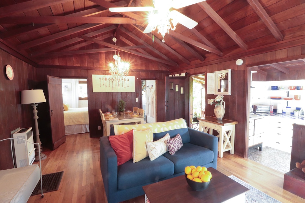Living Area, Redwood Hollow Cottages