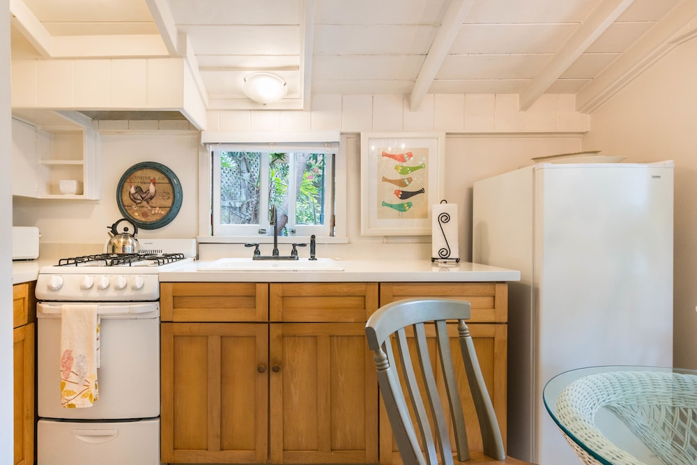 Private Kitchen, Redwood Hollow Cottages