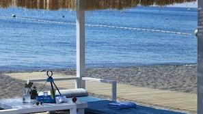 Nära stranden, gratis transport till/från stranden och solstolar