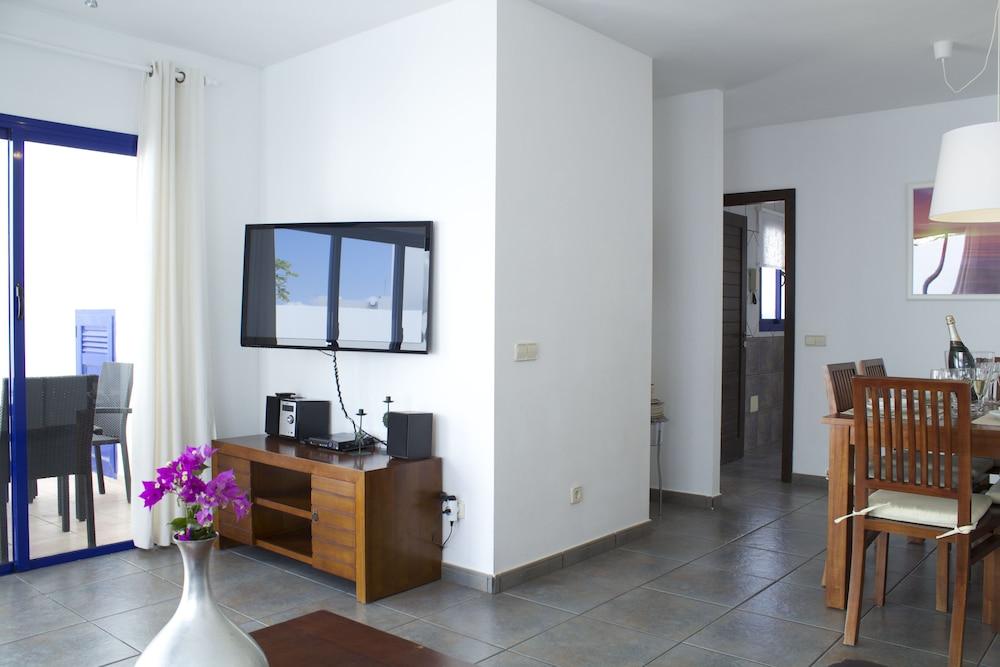 Villas puerto rubicon reviews photos rates for Rubicon garden rooms