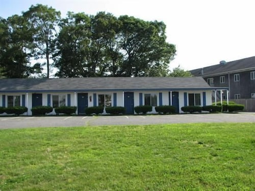 Exterior, The Hyannis Star Motor Inn