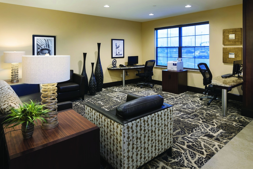 Business Center, ClubHouse Hotel & Suites - Fargo